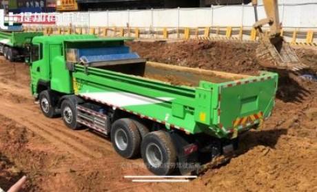 应对环保升级一步到位,工地实拍比亚迪8X4电动渣土车工作状态