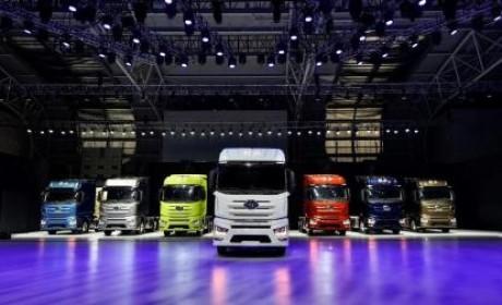 刚上市的解放J7重卡抢先看,自动挡空气悬架,品质比肩欧洲高端卡车