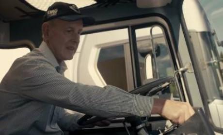 魅力这么大?斯堪尼亚新V8卡车让70岁左右的老司机重燃开卡车梦想
