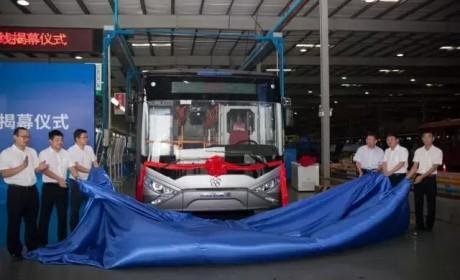 12米公交车车身总重0.9吨,全球首辆,银隆镁合金公交车下线