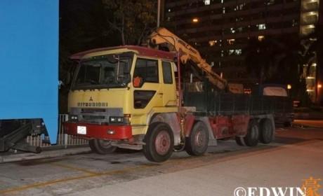 经典的日系卡车这里都有? 香港街头某货运停车场实拍