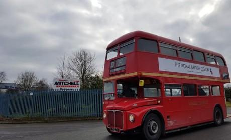为恢复双层巴士标志,英国改装车龄55年的双层巴士重新投入运营
