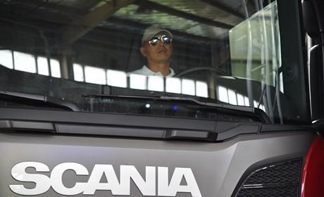 智能手机不离手,老司机为您解读当代卡车司机的生活方式