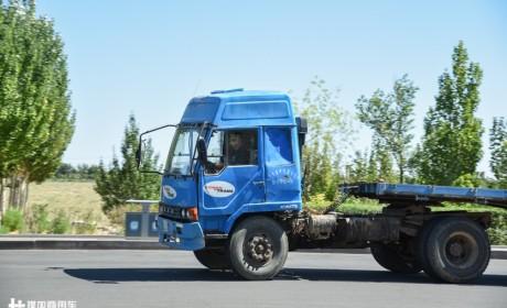 不比不知道,一比真幸福,外蒙还在用20年前的国产卡车