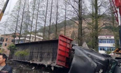联合卡车那么牛?严重车祸中驾驶室后移救司机一命