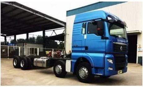 配备双腔油箱 中国重汽C7H新款8×4载货车下线
