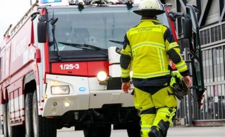 动力高达1120马力,两个变速箱,这款消防车太强大了