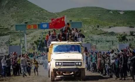 别只夸《战狼2》,影片中的这款30多年前的卡车也曾为国增光
