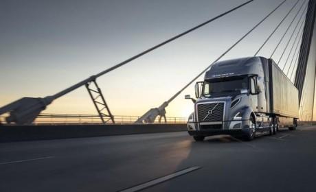空调、冰箱、微波炉全都有,卧铺106cm宽,沃尔沃长头卡车VNL详解