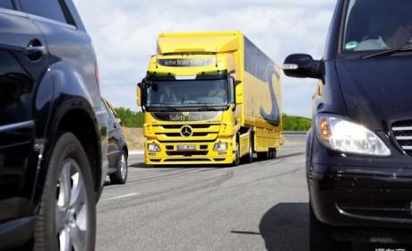 最安全的卡车应该是什么样子?来自德国的奔驰卡车告诉您