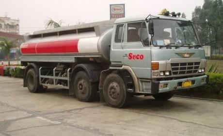 又一台  20多年的日野GN右舵油罐卡车仍在服役