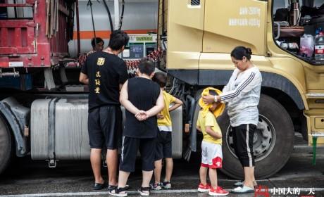 被迫接受稳定的盘剥,每天都是穷途末路?国内卡车司机生存纪实