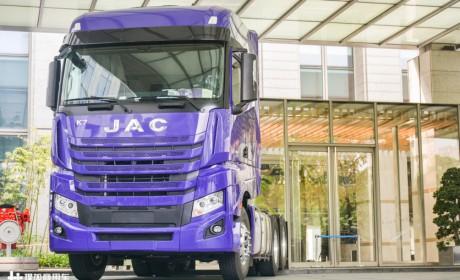用实力战胜进口卡车,中通快运一次购入超百台格尔发K7牵引车