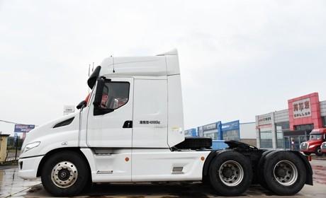 更安全,配置舒适不输平头,乘龙T7长头卡车售37万,你考虑买吗?