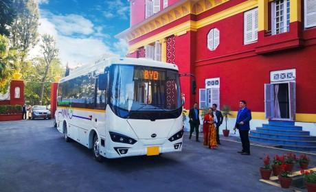 """迎接C6""""入住"""",选用e6为座驾,尼泊尔总理:我就是比亚迪的代言人!"""