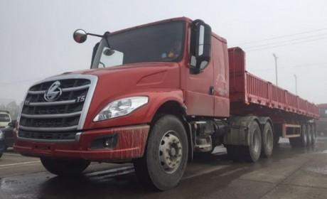 长头卡车国内少见?这个货运领域很常见,拉砂石料的乘龙T5长头卡车实拍