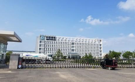重汽在青岛的卡车改装厂探秘,一堆国产卡车的出口车型,让人眼花缭乱