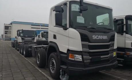 斯堪尼亚新款G系载货车惊现某港口,据说是京东采购的中置轴挂车底盘