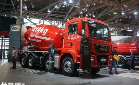 大红配色,4轴车再降重410千克,带您见识曼恩TGS混凝土搅拌车的全新实力