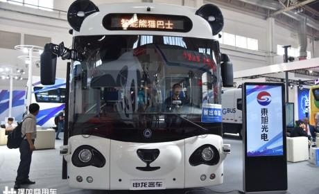 手纹刷卡,还有座椅背部显示屏,带您见识一辆科技感十足的公交车