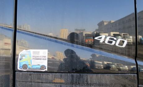 和一对热爱卡车的父子逛霍尔果斯口岸,再带您看看从俄罗斯来的那些欧洲卡车