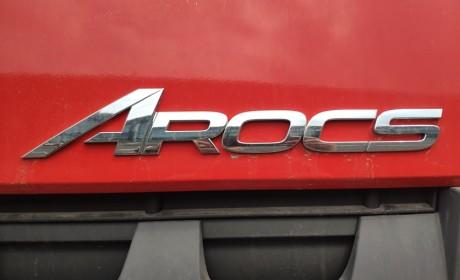 5轴车3轴驱动,一次加油能跑5000公里?少见的奔驰油田作业底盘车实拍