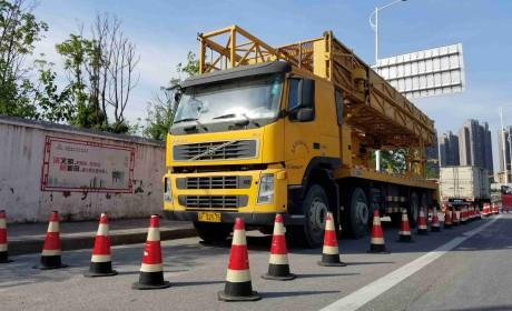 高架桥就是靠它来维护,带您见识一辆沃尔沃FM底盘的桥梁检测车