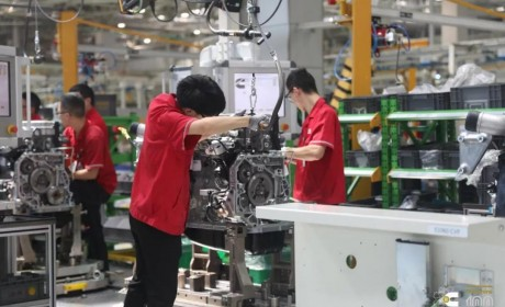 首台东风康明斯国六发动机配装的重卡正式交付客户