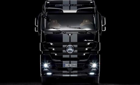 编号008,配置高的出奇,全球限量500台的奔驰卡车,国内竟有一辆