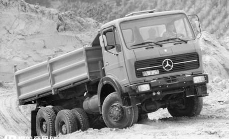 真正的老爷卡车,还是全驱V8动力,29年车龄的奔驰SK越野卡车实拍