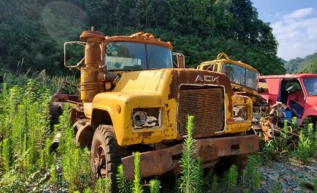 上世纪80年代国内引进的美国马克R系牵引车实拍,据说当年在内蒙一直运煤