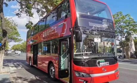 金龙纯电动双层观光巴士南通上线,炫丽红装为国庆添彩