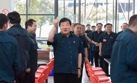 中国重汽济南地区4所新建职工食堂投入运行 一线职工吃上了热乎乎的饭菜!