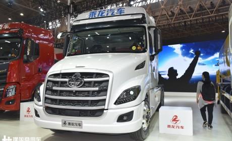 国六版乘龙T7长头卡车来了,自动挡,空气悬架,内饰也更舒适了