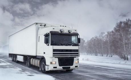冬天开车,老司机教你小技巧,轻松应对