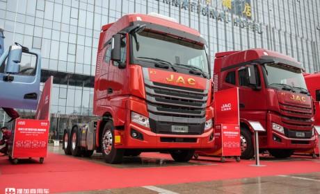 真正可以比拼欧卡的国产旗舰卡车,实拍高配版格尔发K7,配置真到位!