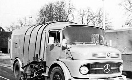 奔驰1959年推出的长头卡车,国内也曾引进,当时的双卧铺配置让人惊叹