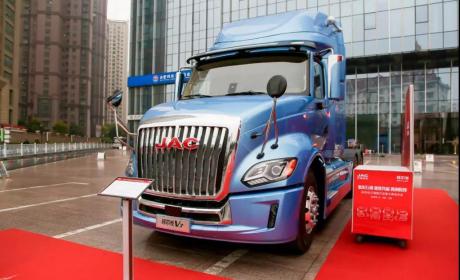 超级远征者!江淮格尔发重卡2020商务年会中的格尔发V7长头卡车
