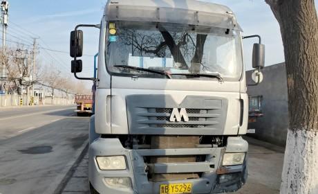 卡车中的绝对稀有品种,早期的东方红M系卡车实拍,竟然还是德国曼TG系列驾驶室