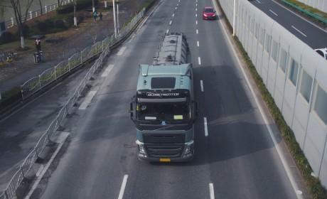 价值百万的进口卡车竟在拉污水?带您见识在魔都搞环卫的沃尔沃FH牵引车
