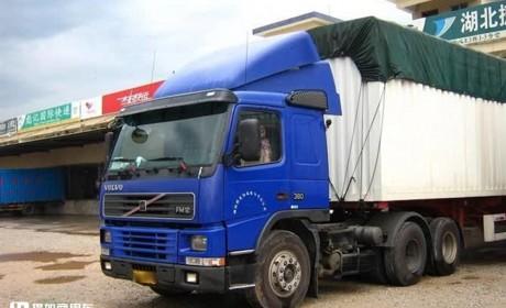 沃尔沃、斯堪尼亚随处可见,国产也都是高端卡车,带您逛鲁西最大的冷链物流园