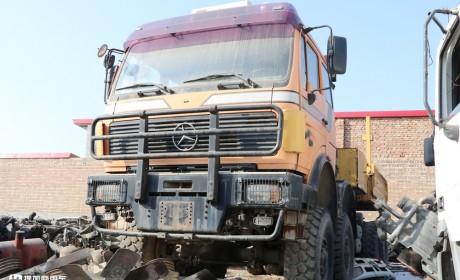 当年国家建设的主力军,排量达惊人的18升,实拍奔驰NG4850大件车
