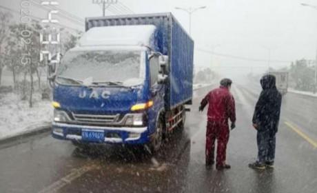 """江淮轻卡大雪中121公里的救援,共同战""""疫"""" 为爱燃擎"""