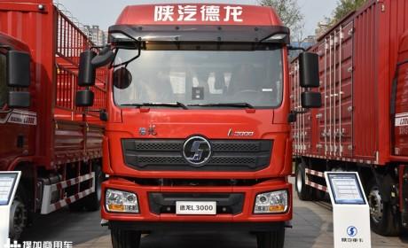 陕汽重卡这两年主推的载货车型,国六排放的德龙L3000中卡载货车实拍评测