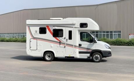 大额头双床铺,6米车身也配双拓展,带您见识一款C本就能开的豪华房车