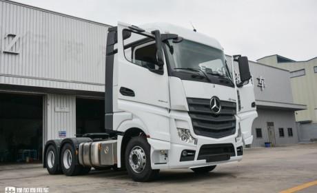 广州物流老板刚提的奔驰新款卡车,配置到底怎么样,我们带你好好看看