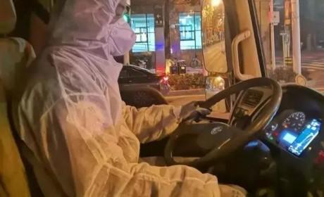 老兵驾驶东风天龙去抗疫,抗击疫情,我要开车冲在最前面