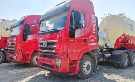 100辆红岩杰狮C6 LNG牵引车陆续交付石家庄用户