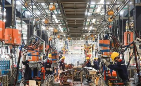 """出勤高效率高,""""工程之王""""红岩自卸车,满足基建市场各项需求"""