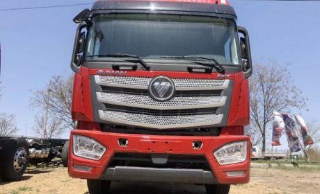 奔驰动力的欧曼EST载货车实拍,售价基本与康明斯X12车型相同,考虑一下吗?